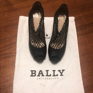 BALLY | Peep Toe Fishnet Wood Block Heels - V Rare